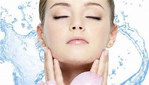 hydrating face with hyaluronic acid